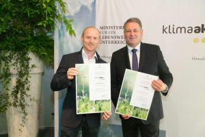 Reinhard Sperr und der österr. Umweltminister Rupprechter bei der Preisverleihung